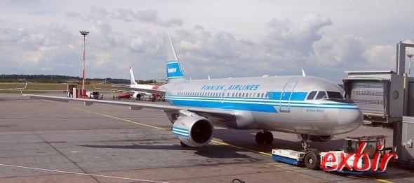Ein Airbus A 319 von Finnair in Retro-Bemalung am Flughafen Helinki-Vanta.  Foto: Christian Maskos