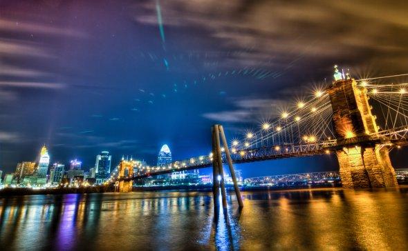 Nächtliche Skyline in Cincinnati (Ohio)