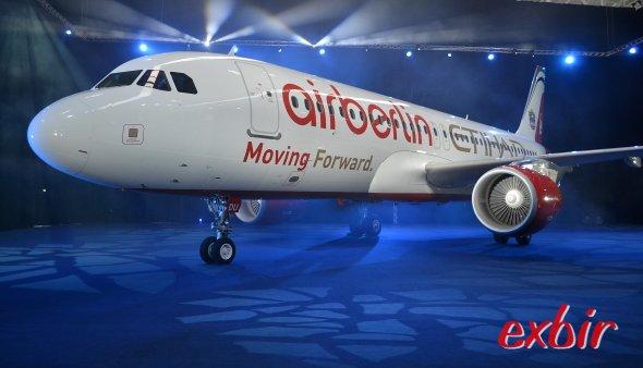 Moving Forward - lautet die neue Werbekampagne von Air Berlin und Etihad - die den Namen Etihad bekannt machen soll.  Foto: Christian Maskos