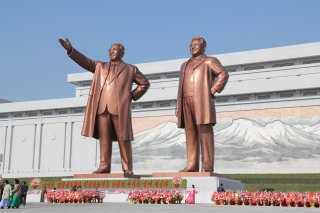 Kim Statuen in Pjöngjang