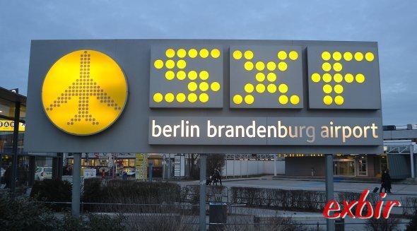 Zum Abschied bietet Germania einen Flug von Tegel nach Schönefeld an. Foto: Christian Maskos