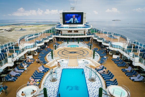 Das Lido Pooldeck der Royal Princess-Schiffsklasse