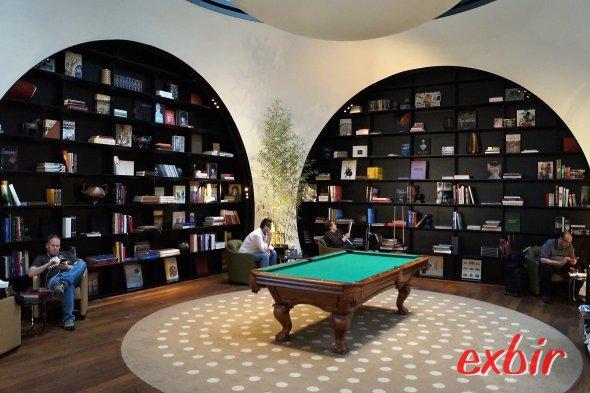 Bücher lesen oder Billard spielen - das Freizeitangebot ist groß.  Foto: Christian Maskos