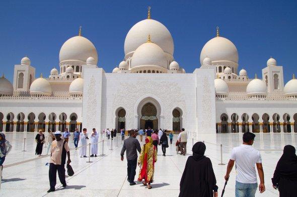 Sheikh Zayed Grand Mosque Abu Dhabi. Urheber: Mathias Apitz (München), Lizenz: creative commons (Namensnennung, Weitergabe unter gleichen Bedingungen