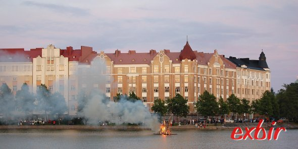 Juhannusfeuer im Zentrum von Helsinki. Foto: Christian Maskos