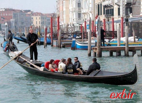 Eine der berühmten Gondoliere in der Lagunenstadt Venedig