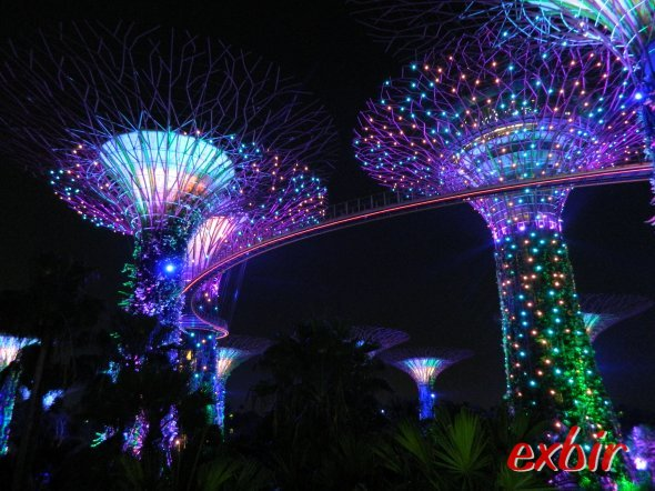 Singapore´s Garden at the Bay. amazing light show in the evening.  phot: Christian Maskos