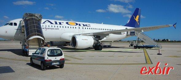 Air One streicht die Flüge von Malpensa nach Amsterdam, London, Neapel, Bari, Brindisi.  Foto: Christian Maskos