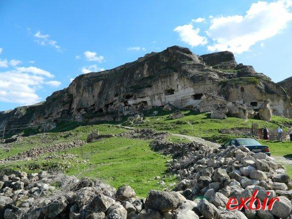 Landschaft und Höhlenwohnung bei Hasankeyf in der Region Batman.  Foto: Christian Maskos