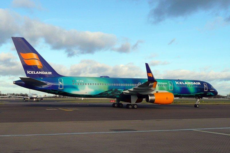 TF-FIU von Icelandair in der Aurora Borealis-Beklebung