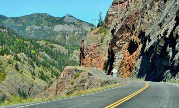Der kurvenreiche Highway 550 in Colorado (USA)