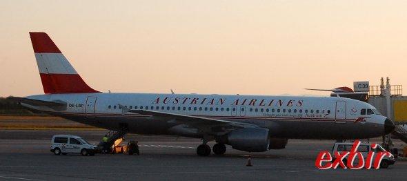 Ein Airbus A 320 der AUA in SOnderbemalung am FLugahfen Wien. Foto: Christian Maskos