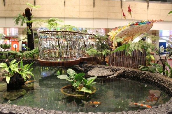 Singapore bietet im Airport-TErminal  soagr Gärten zum entspannen.  Foto: C. Maskos