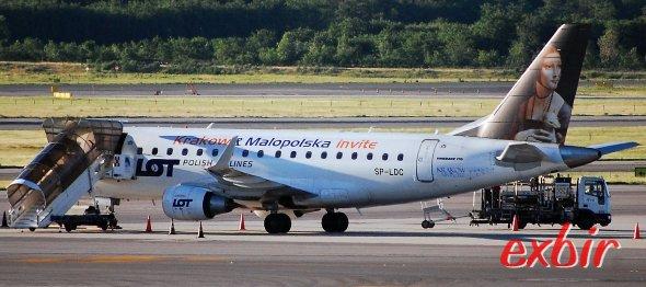 Ein Embrear Jet von LOT Polish Airlines am Flughafen Maliand-Malpensa. Foto: Chistian Maskos