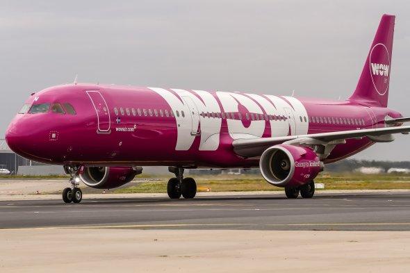 Ein Airbus A321 von der kriselnden WOW Air.